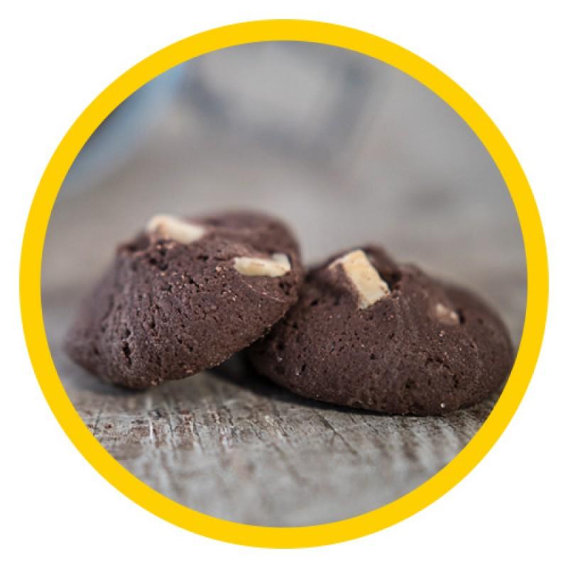 Μπισκότα κακάο και κομμάτια βελγικής λευκής σοκολάτας